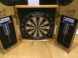 Phil Taylor dartboard & cabinet