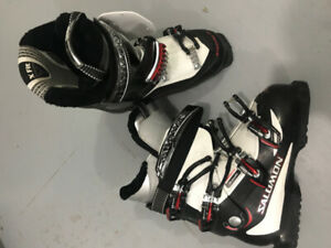 MENS SALOMON DOWNHILL SKI BOOTS SIZE 25 BRAND NEW CONDITION!