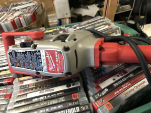 Milwaukee 1/2 inch M18 Fuel Hole Hawg Right Angle Drill