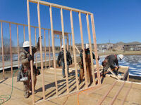 FRAMING CREWS AND HOURLY CARPENTERS WANTED