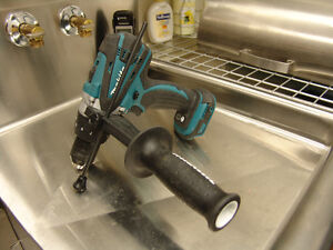 Makita drill a percussion 18volt ** Impécable état de neuf **