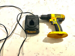 DEWALT 20V POWER DRILL W/ BATTERY CHARGER