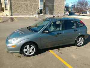 2004 Ford Focus ZX5 **Low KMS!**