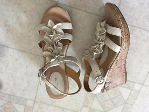 LIGHT BEIGE LEATHER SANDALS