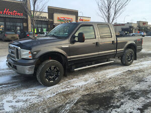 2005 Ford F-250 Lariat Pickup Truck - 4x4 - V10 Gas Engine