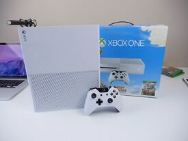 Xbox one white + 6 games + play and charge kit