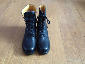 NEW NEVER WORN MADE IN USA Frye Women's Sabrina 6G Lace Up