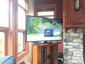 SAMSUNG 48 inch Class J5000 LED TV **less than 1 month old**