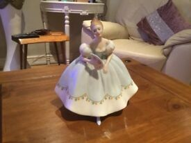 Royal doulton figurines x8