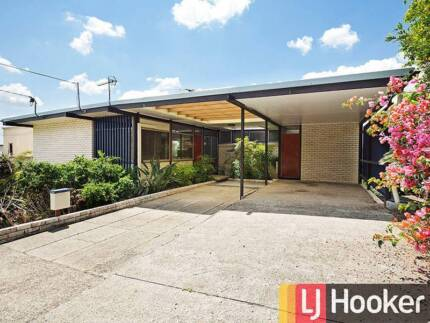 CITY VIEWS AND RETRO STYLE IN EXCLUSIVE BARDON - 11 Couldrey St