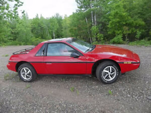 Only owner Manual Classic red Pontiac Fiero 1984 collector item