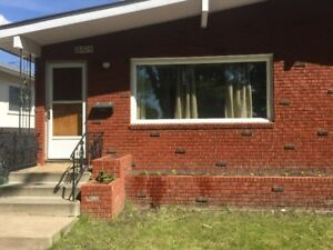 S x S duplex, GARAGE,  3 bdrm,  4 appl, fenced, parking  121 ave