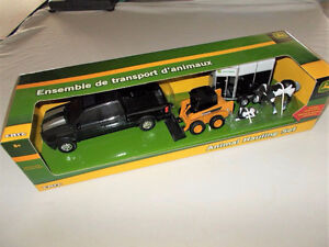 (Brand new) Ertl John Deere Animal Hauling Set