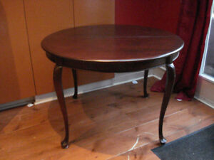 Gibbard Mahogany Round Dining Room Table and Chairs