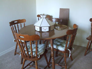 Kitchen table w/ 6chairs and 1 leaf