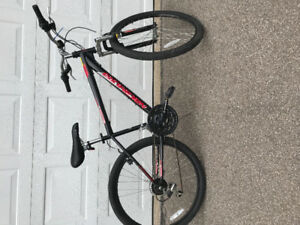 Boys mountain bike, like new, maybe 5 km.  16 inch