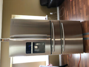 Priced to sell - Samsung 25.5 Cubic Ft 4 years old