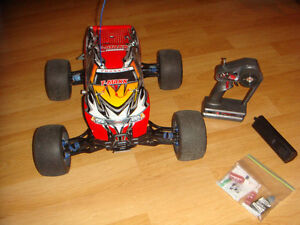 RC TRAXXAS NITRO TMAXX IWTH USE .26 PICCO ENGINE PLUS MORE