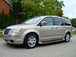 2009 Chrysler Town & Country STOW'N GO Minivan, Nav, Back Camera