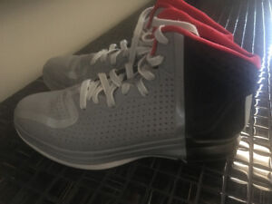 Addidas Rose Basketball Sneakers. Size 9