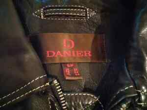 Mens Danier Leather Jacket Size Small Kitchener / Waterloo Kitchener Area image 4