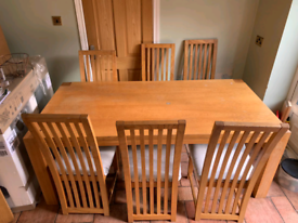 Solid Oakwood dining room table and 6 chairs £125