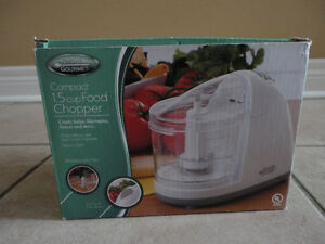 Brand new in box 1.5 cup food chopper kitchen accessory London Ontario image 2