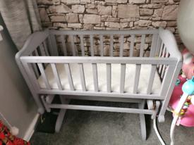 Swinging baby cot