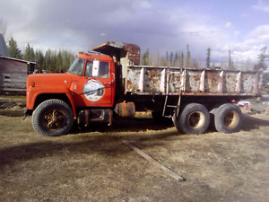 international gravel truck, gas motor