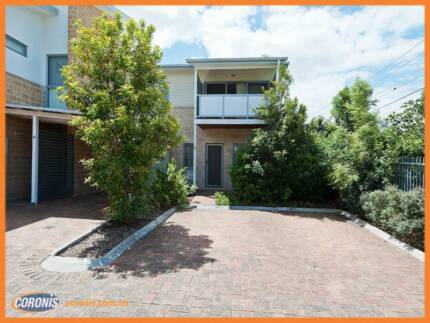 Very large Town house with swimming pool Kingston Logan Area Preview