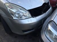 Toyota corolla verso 2004 driver side headlight
