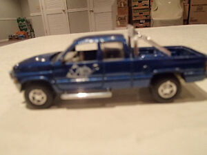Loose Blue 1996  '96 DODGE RAM Extended Cab by JOHNNY LIGHTNING Sarnia Sarnia Area image 3