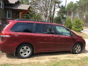2014 Toyota Sienna le Minivan, Van 84,400km one owner