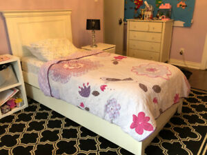 Kid's bed (Pottery Barn style)