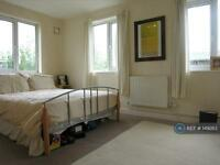 2 bedroom flat in Montague Road, Wimbledon, London, SW19 (2 bed)