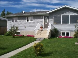 Newly renovated cozy 3 bedroom bungalow in Wabamun