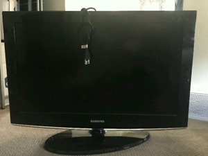 """32""""Samsung tv in mint condition"""