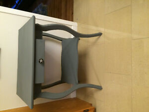 Beautiful Gray Accent Table ** Solid Wood with Prinitive Knob