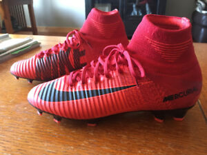 Boys Nike Soccer Cleats Size 4.5 (Nike Mecurial Superfly V Fire)