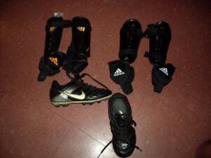 Soulier de soccer gr. 12 et protège tibias XS pour enfant
