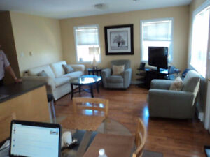 2 BDR Downtown, washer/dryer in apt, hardwood Avail Oct 1