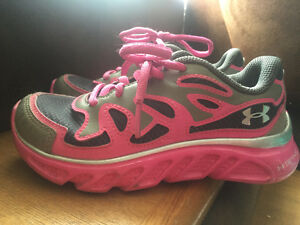 Girls sz 12 Under Armour sneakers only worn inside