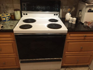 30 inch Beaumark Electric Range in excellent condition