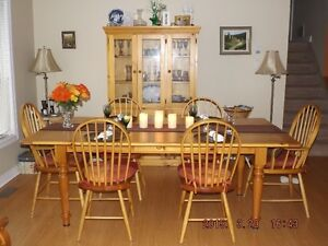 Solid Pine Country Table, Hutch and Chair Set Oakville / Halton Region Toronto (GTA) image 4