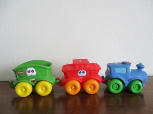 Train   Rigolo  En  Caoutchouc    Playskool   14po de  Long