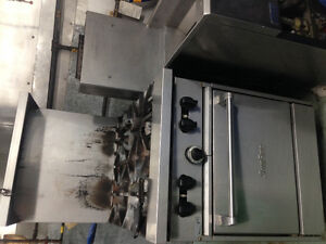 Used Gas SunFire commercial 4 burner range with oven