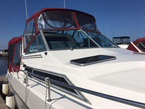 Cruiser Yacht Esprit 2970 30Ft 'less than 100 hours on Engines'