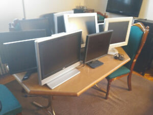 Lots of nice monitors also drives screens take your choice $25