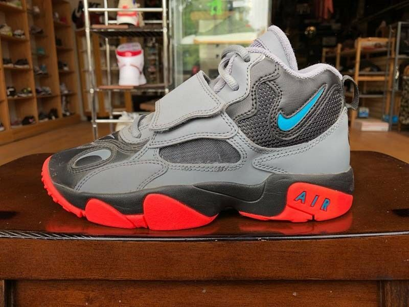 535735-036 Basketball Shoes 100/% Authentic. GS Nike Air Max Speed Turf
