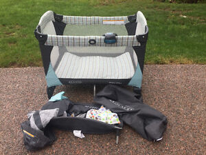 Graco Pack & Play playpen with Music, Bassinet & change table+